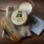 Moustache wax & comb 01